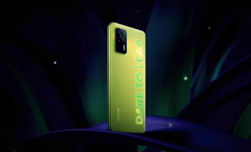 Realme Q3 5G Smartphone That Glow in the Dark of Night